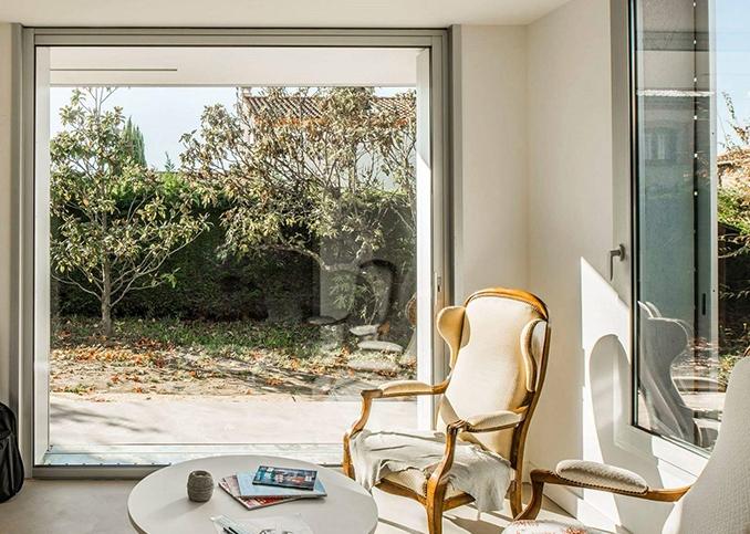 photo intérieur maison baie coulissante